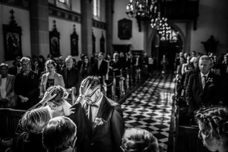 kirchlicher Segen der Geistlichen in der Trauzeremonie