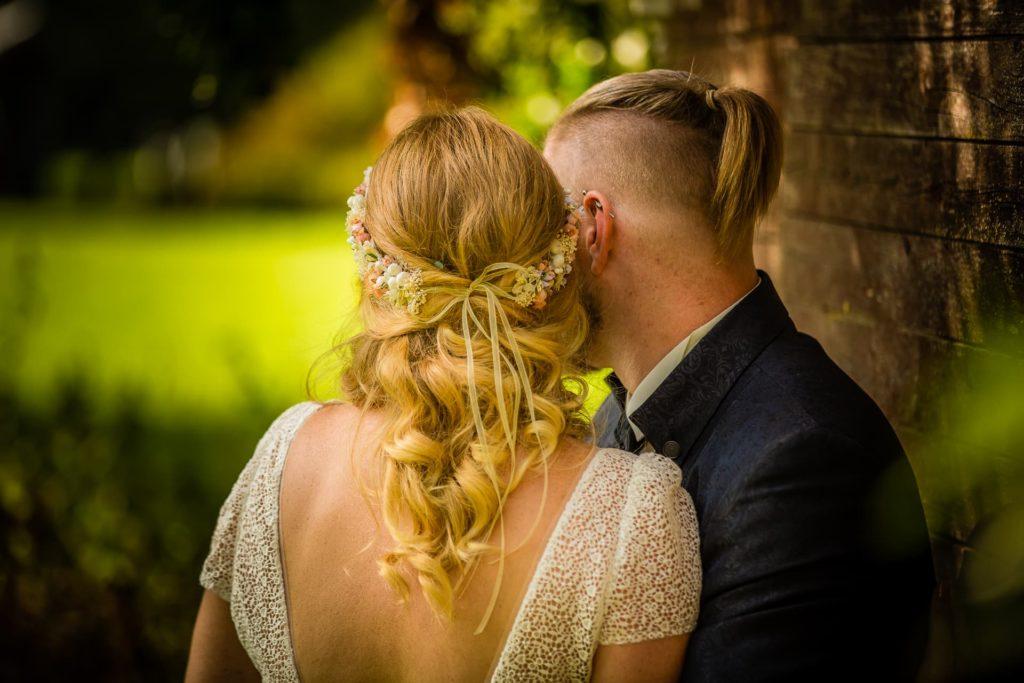 Auch von hinten kann man Paarportraits des Brautpaares machen :)