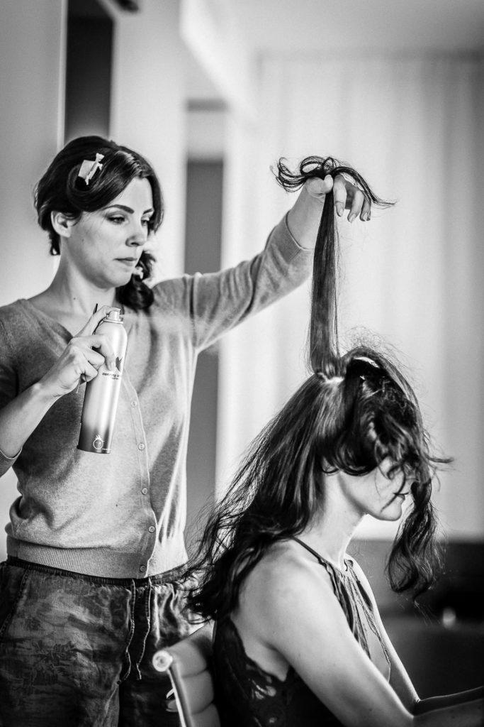 das daraus was wird? - Brautfrisur - getting ready - Fotoreportage am Hochzeitstag von Fotograf Axel Breuer