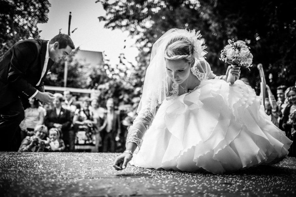 Kupfergeld sammeln - Brauchtum - Fotoreportage am Hochzeitstag von Fotograf Axel Breuer